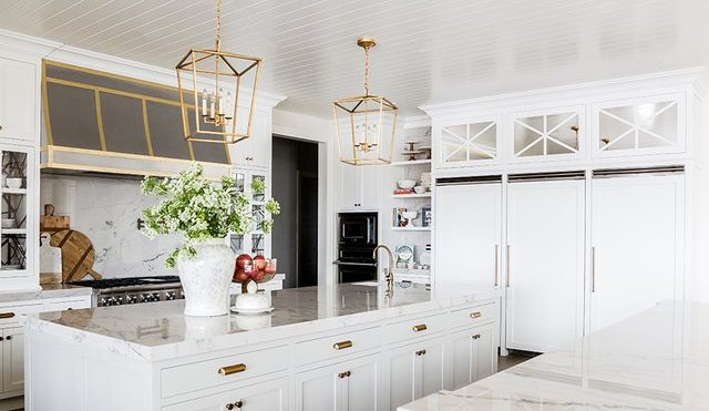 These Traditional Kitchen Island Ideas Are Anything but Outdated | Hunker