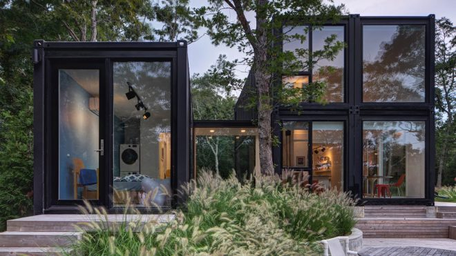MB Architecture stacks shipping containers to form Amagansett holiday home