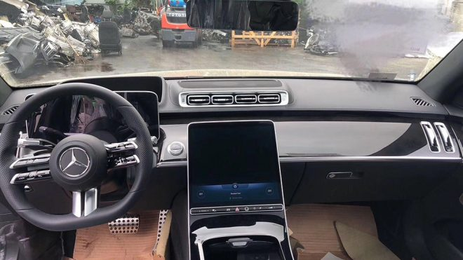 Leaked Images of the New Mercedes S-Class Display a Radically Futuristic Interior